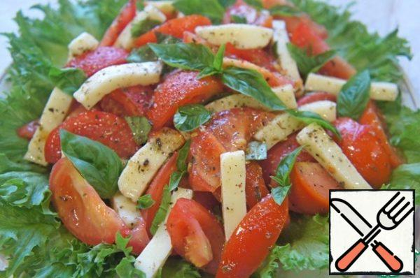 Mix the oil and vinegar. Season the salad and mix gently again.