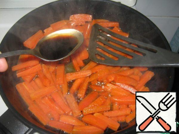 Add honey and soy sauce to the carrots, stir and cook for another 10 minutes.