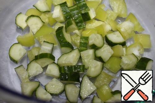 Wash the cucumbers and cut them into cubes.