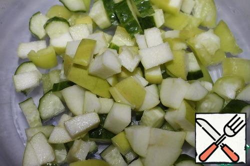 Wash the apples, remove the core, seeds, and cut into cubes.