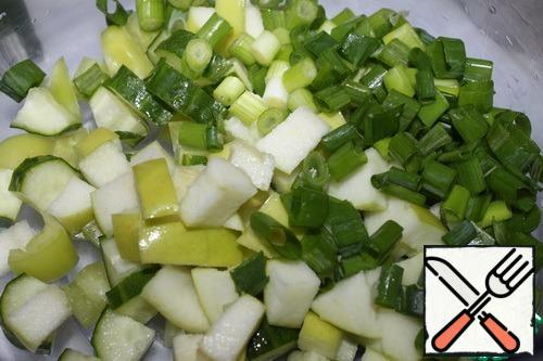 Wash and chop the green onions.