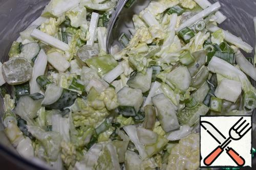 Mix all the ingredients, add salt to taste, and season with mayonnaise.You can fill it with yogurt or vegetable oil. The original was mayonnaise.