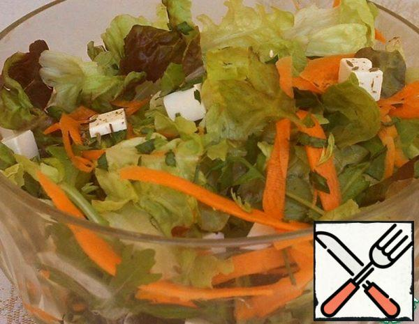 Green Salad with Carrots and Cheese Recipe