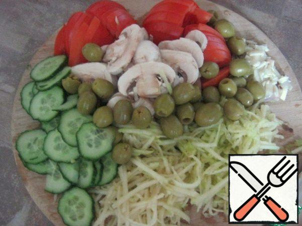 Cut the apples, tomatoes, mushrooms and cucumber, finely chop the garlic.