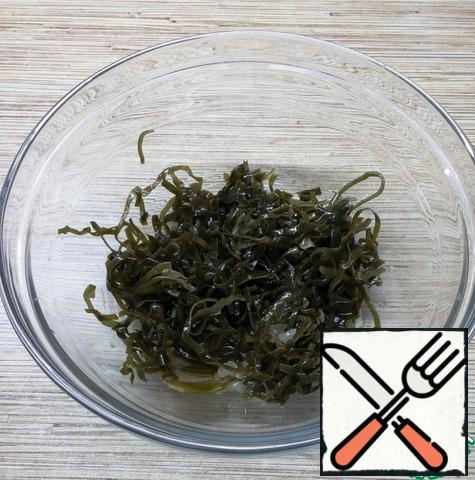 Chop the seaweed if it is too long so that it doesn't reach for the fork.  Put in a salad bowl.
