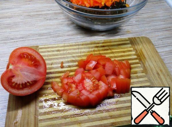 Cut the tomato into small cubes.