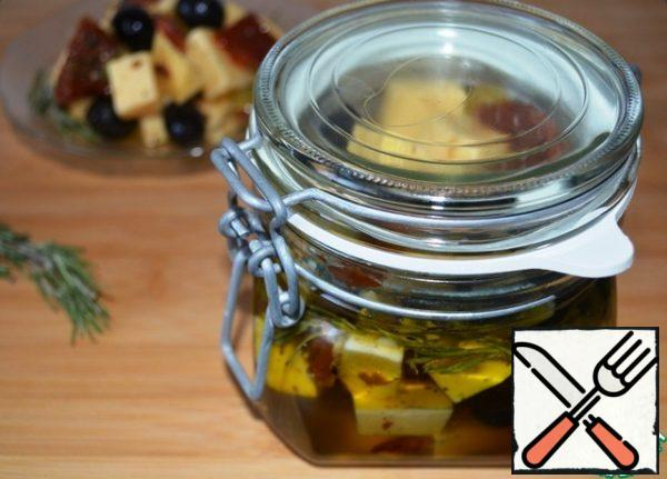 Add cheese and olives to the marinade, mix well and let it brew in the refrigerator, with the lid closed, all night!  Of course it's good to mix it sometimes, but you don't need to wake up on purpose!)))