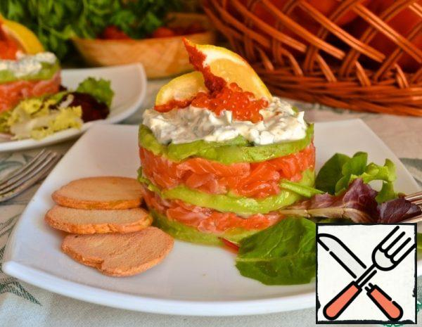Place a layer of avocado on top of the fish in a cooking ring.  Alternate layers, top off with avocado and top with sour cream sauce.  You can decorate with caviar.