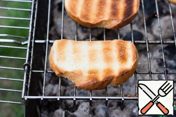 The loaf lightly grease with butter one side and fry on the grill on both sides until it will turn brown.