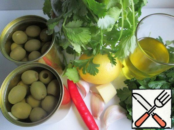 Products for cooking. In one jar, the weight of olives without liquid is 110 g Greens can be taken in equal quantities, and if you do not like coriander, you can cook without it.