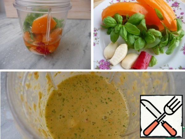 All other ingredients are placed in the bowl of a blender and crushed into puree, check for salt and pepper.