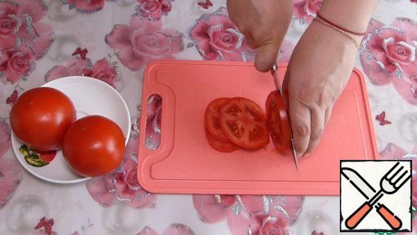 Tomatoes cut into circles.