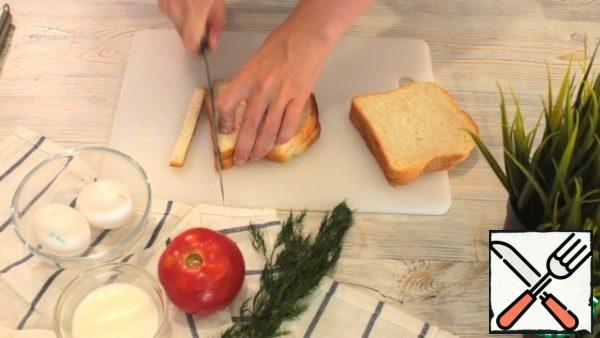 Prepare the bread. Cut the crusts.