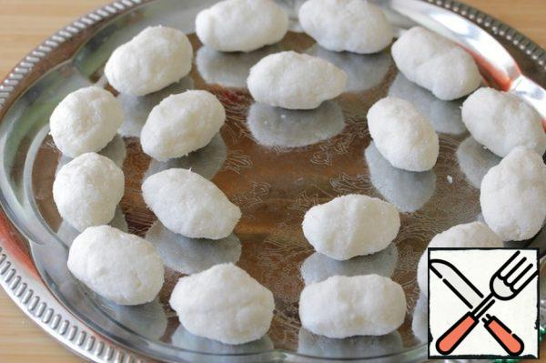 Formed into small candies are round or oval. Do not try to make perfectly smooth and even candies, they should resemble potato tubers, so irregularities are very appropriate here.