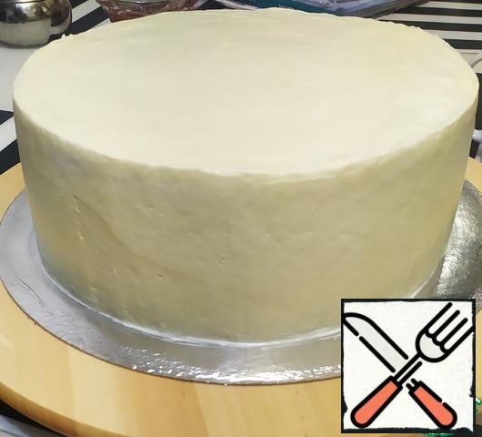 Cover the cake with cream using a pastry bag. Line the cake and refrigerate for 2 hours (or overnight).