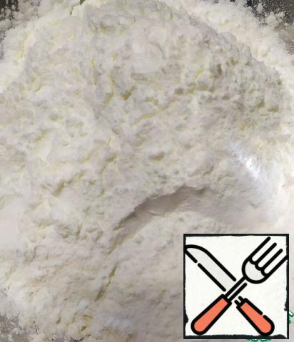 Sift flour with starch and baking powder twice together.
