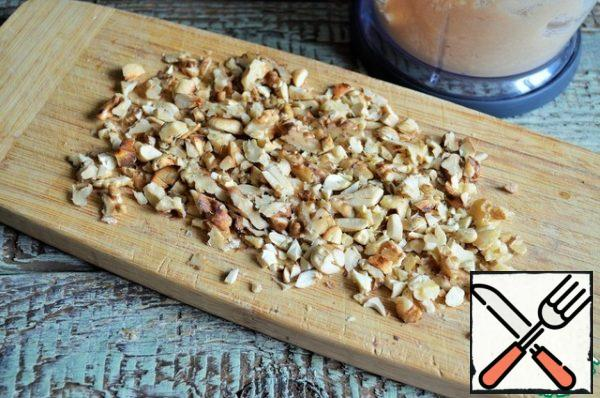 Fry the nuts and chop them. Add to the mass, leaving a little for decoration.