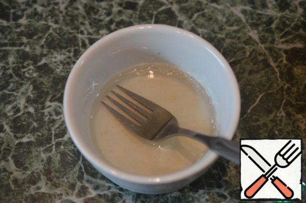 In 100 ml of warm broth, dissolve 1 teaspoon of gelatin.