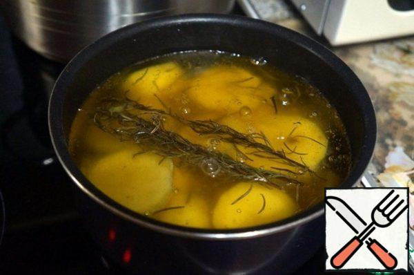 Put in a saucepan, add rosemary, salt, pour oil, bring to a boil, turn down the heat and cook for 20 minutes.