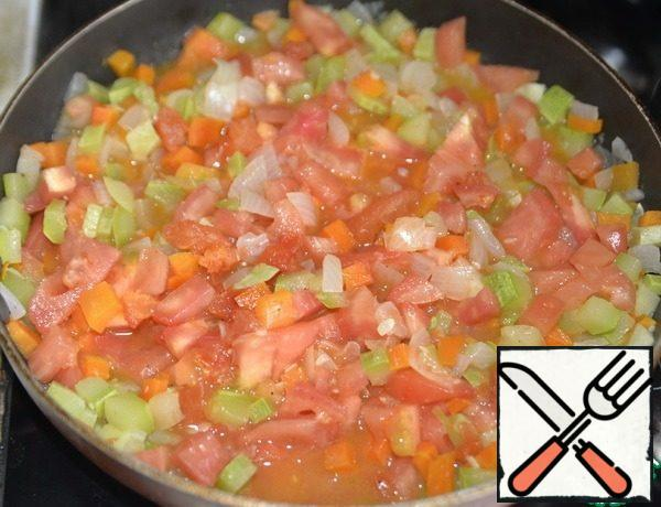 Add to the vegetables and simmer for 15 minutes over medium heat.