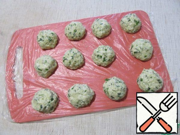 Roll the dough into balls with wet hands. It is better to spread it on a shelf covered with food wrap (or a bag).