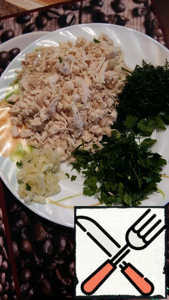 Preparing the filling: Add crushed garlic + chopped boiled chicken meat + chopped herbs to the curd.