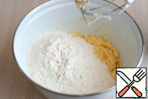 Then add 2 cups of flour. Flour may need a little more. When kneading, you should get a soft dough, convenient to work with. But don't add too much flour.