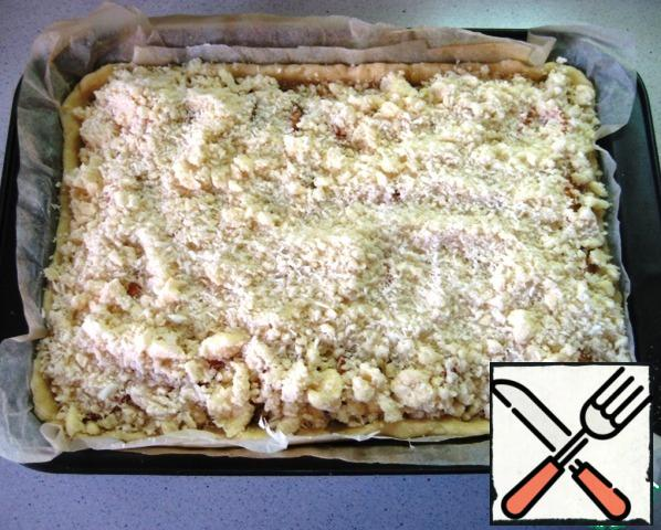 Sprinkle evenly with streusel. Send the pie to bake in a preheated 190-degree oven for 50-55 minutes (focusing on the Golden top of the pie and the features of your oven).