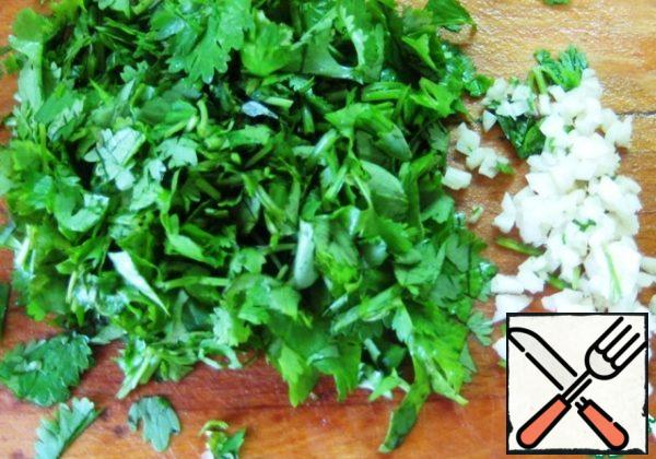 Chop the coriander and garlic and mix.