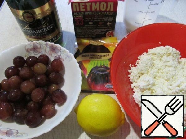 In the meantime, start preparing the filling. To prepare the products.
