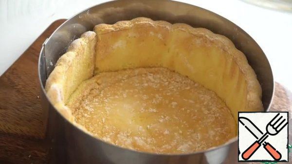 Put the sponge cake on the bottom.