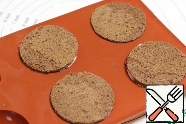 Cover the top with a sponge cake and press it lightly. Put the cakes in the refrigerator for 2-3 hours.