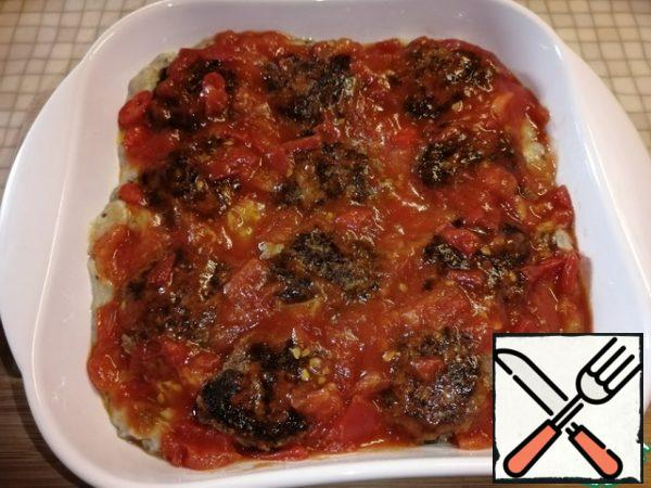Pour the sauce over the meatballs.