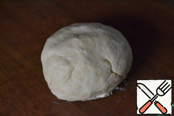 Add sour cream and beat again. Wrap the finished dough in plastic wrap and leave it in the freezer for 30 minutes.