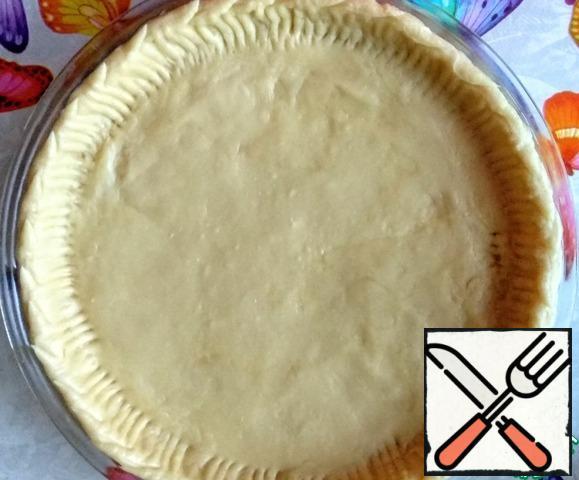 Distribute the dough in a form (diameter 28 cm).