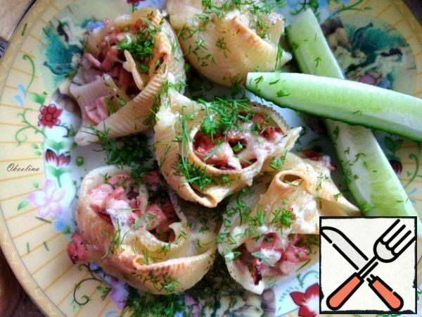 Serve hot from the oven. We put them on plates. I sprinkled the shells with herbs.
