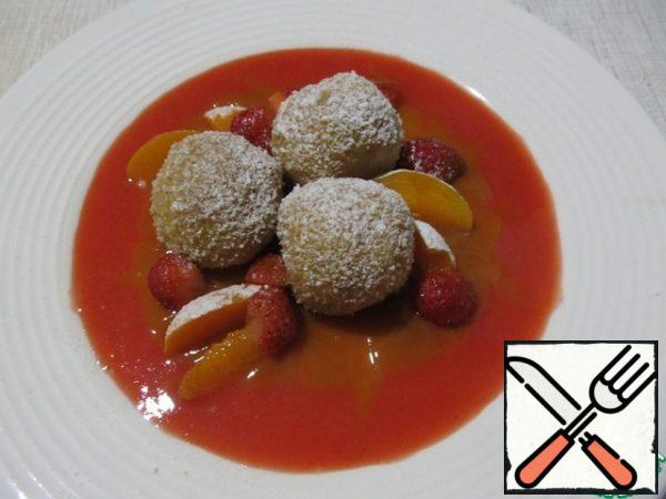 To serve, pour the apricot and strawberry sauce on a plate. Top with dumplings, add apricot and strawberry slices and sprinkle with powdered sugar. Dessert is good both warm and cold.Bon Appetit!