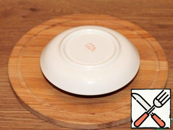 Cover the bowl with a saucer and leave it on the table for 8 hours, preferably overnight.