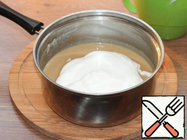 Gently add the protein mixture to the saucepan, stirring with a spatula from top to bottom.