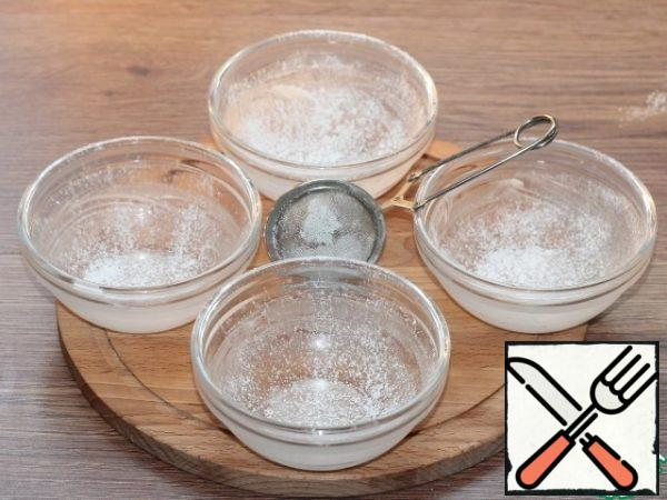 Brush the serving molds (5 PCs) with butter and sprinkle with powdered sugar.