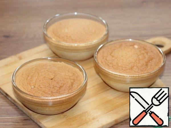 Bake the souffle for 35-40 minutes. Readiness can be checked with a dry splinter.