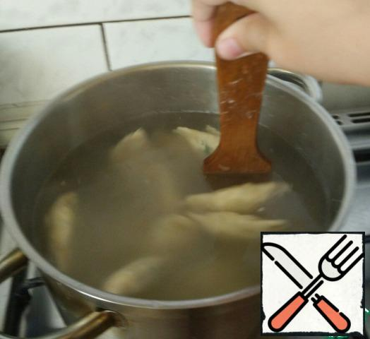 Put the dumplings in a saucepan and stir from time to time. Cook them until they pop up.