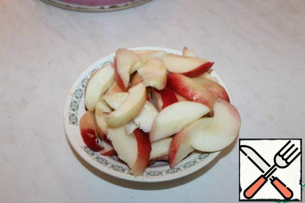 Cut the nectarines into slices.