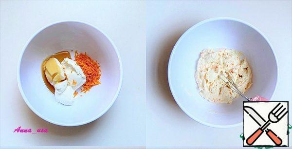 Mix the ricotta, honey and orange zest.