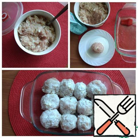 We make minced chicken or take ready-made. Add the onion and garlic to the minced meat, finely cutting everything. Salt, pepper and combine everything carefully. Spread the rice is not cooked, again all connect. If there are children, do not pepper, you can do it in a ready-made dish. Cover the minced meat for meatballs with a lid, let it stand a little. The egg does not need to be added to the minced chicken, the meatballs will be denser and not so juicy. Next, pour rice flour into a plate, which can be replaced with wheat. I will bread the formed meatballs in it. We coat the form with oil and put the meatballs formed and rolled in flour into it. This amount of minced meat made 12 pieces of meatballs D~4-5 cm.