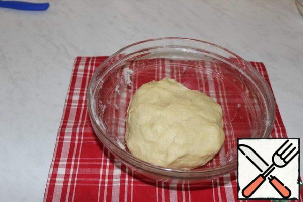 Knead the soft dough. Put the dough in a bag and put it in the refrigerator for 30-40 minutes.