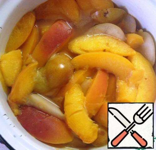 As soon as the fruit is soft, remove from the heat and allow to cool slightly.
