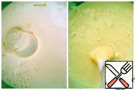 Turn on the oven to preheat to 180 degrees. Add vanilla, baking powder, and flour to the egg mixture. Stir.