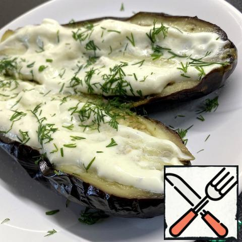 """Unwrap the eggplant, it is a little """"lost weight""""! You can peel it, but I like it and I eat with it. Cut in half lengthwise. Top with garlic sauce and herbs.Eggplant with smoke in the apartment is ready, and most importantly without dirty dishes and oil!"""