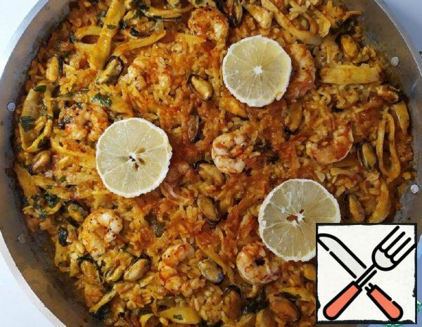 Paella with Squid Rings, Shrimp and Mussels Recipe